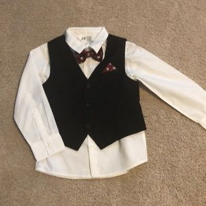Adorable vest and bow tie set 3-4 yrs